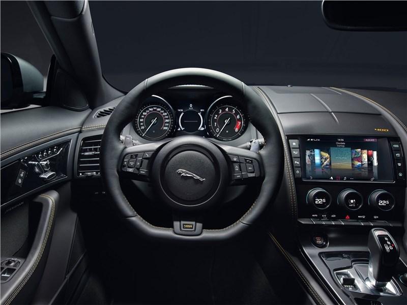 Jaguar F-Type 2018 водительское место