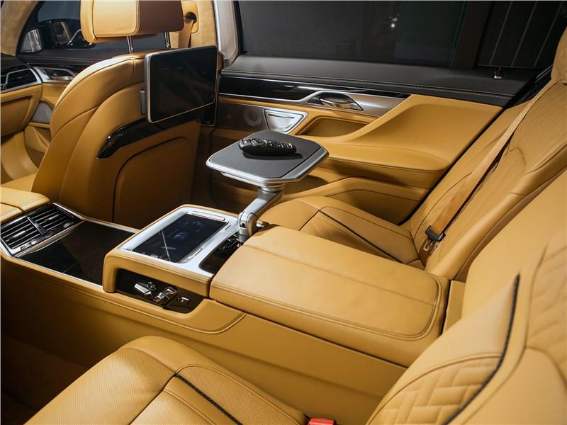 BMW 740Ld xDrive 2016 задние кресла