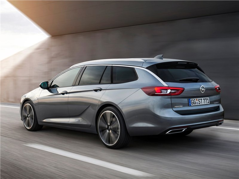 Opel Insignia Sports Tourer 2018 вид сзади