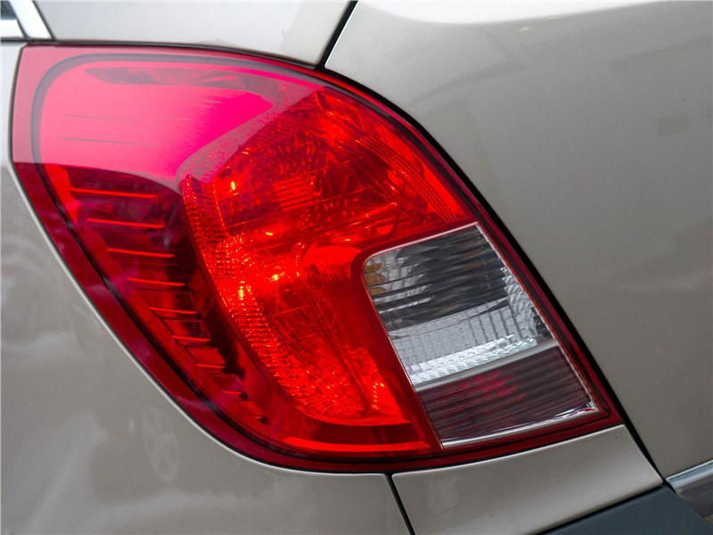 Opel Antara 2011 задний фонарь