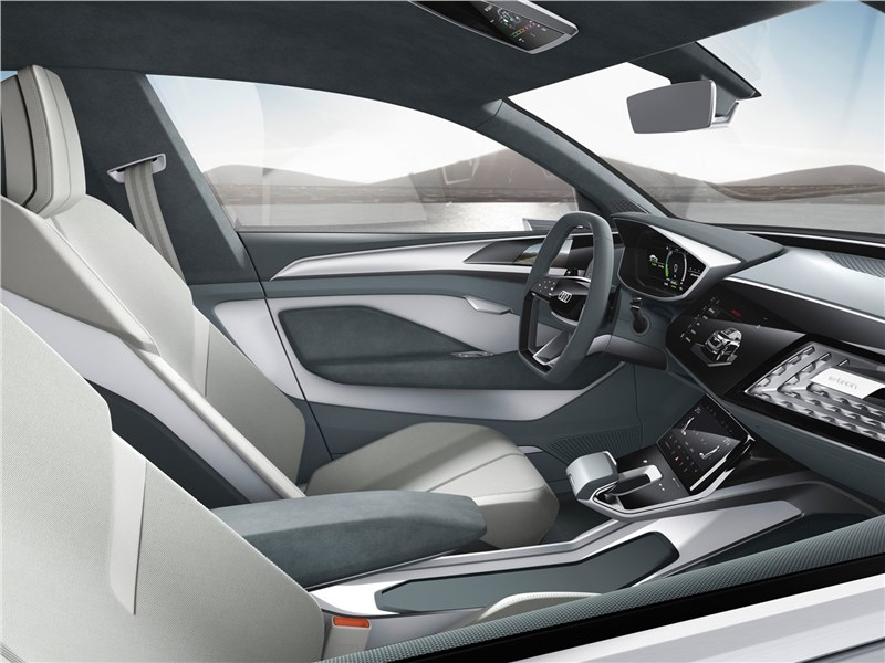 Audi e-tron Sportback Concept 2017 передние кресла