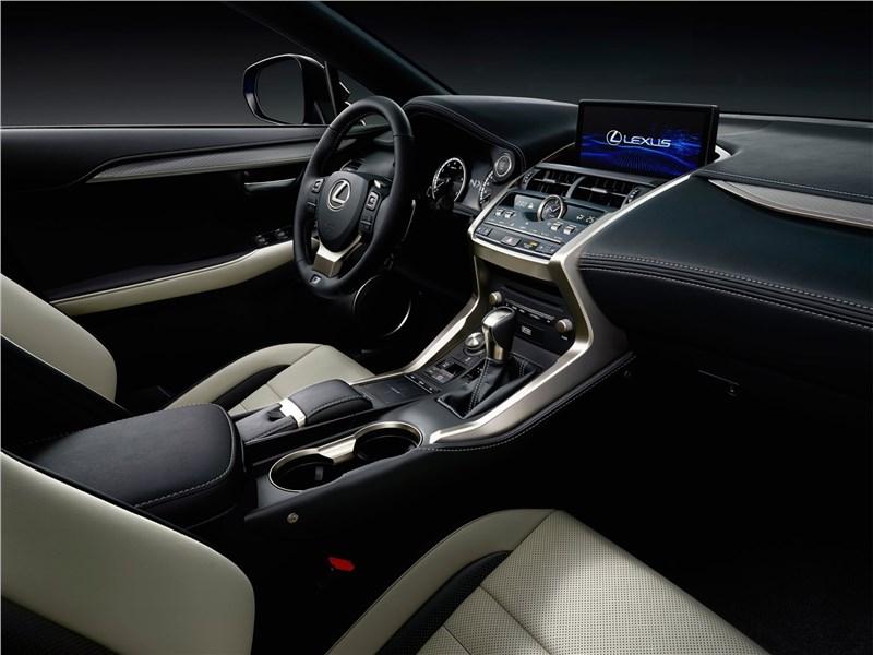 Lexus NX 2018 передние места