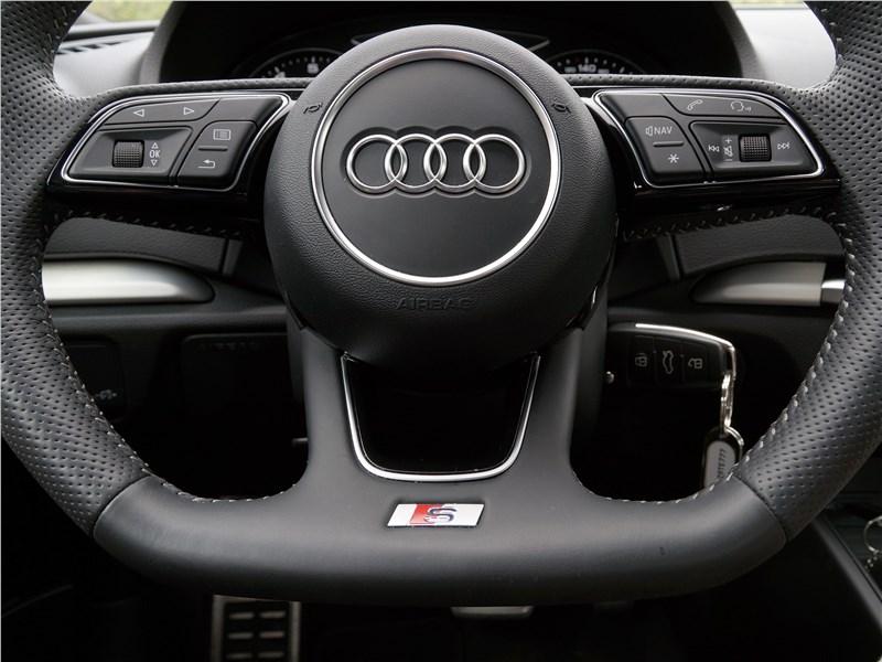 Audi A3 Sedan 2017 руль