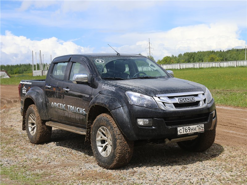 Isuzu D-Max Arctic AT35 2016 вид спереди