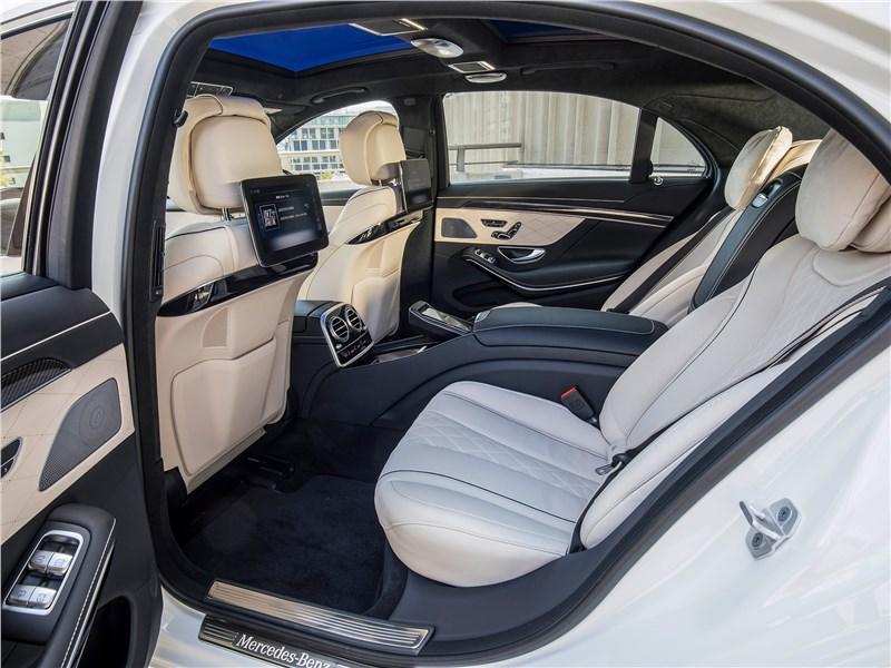 Mercedes-Benz S-Class 2018 второй ряд