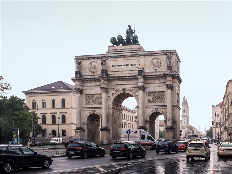 Триумфальная арка Мюнхена немало повидала на своем веку