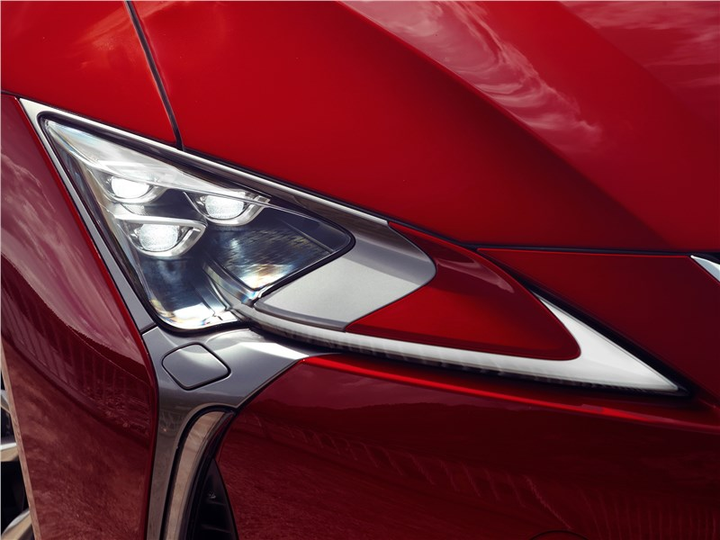 Lexus LC500 2017 передняя фара