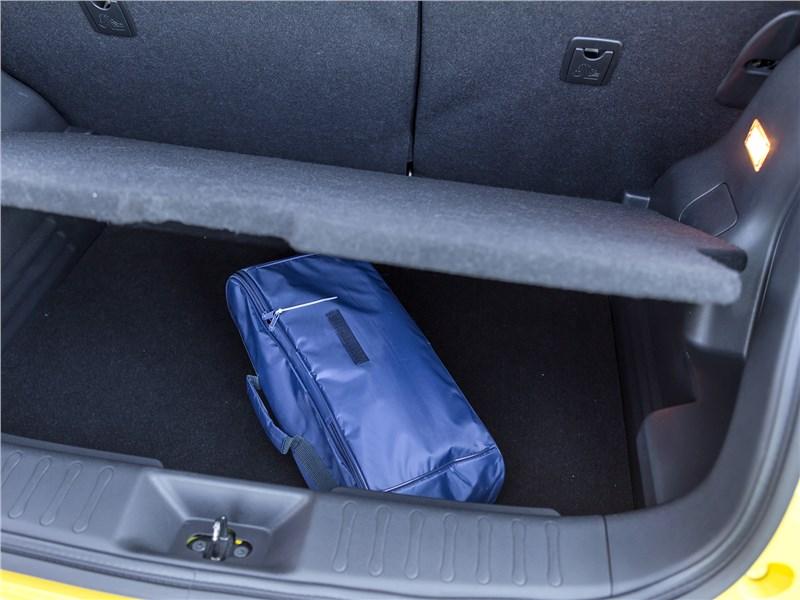 Nissan Juke 2017 багажное отделение