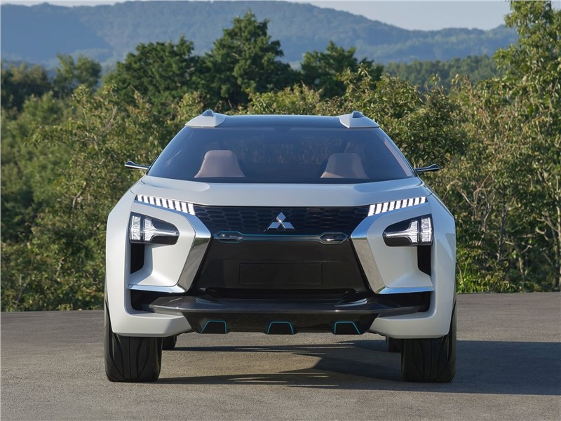 Mitsubishi e-Evolution Concept 2017 вид спереди