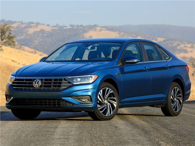 Volkswagen Jetta 2019 вид спереди сбоку
