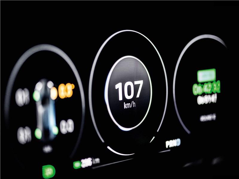 Porsche Mission E Cross Turismo Concept 2018 приборная панель