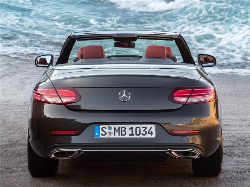 Mercedes-Benz C-Class Cabriolet 2019 вид сзади