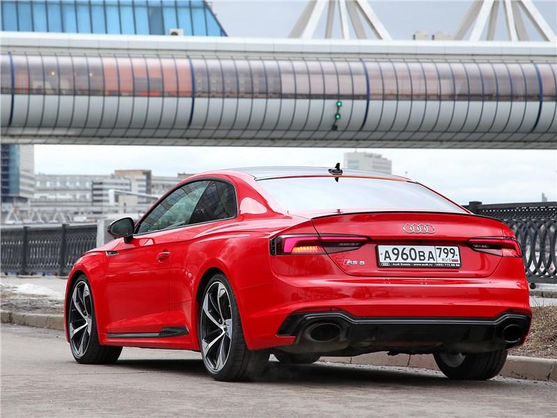 Audi RS5 2018 вид сзади