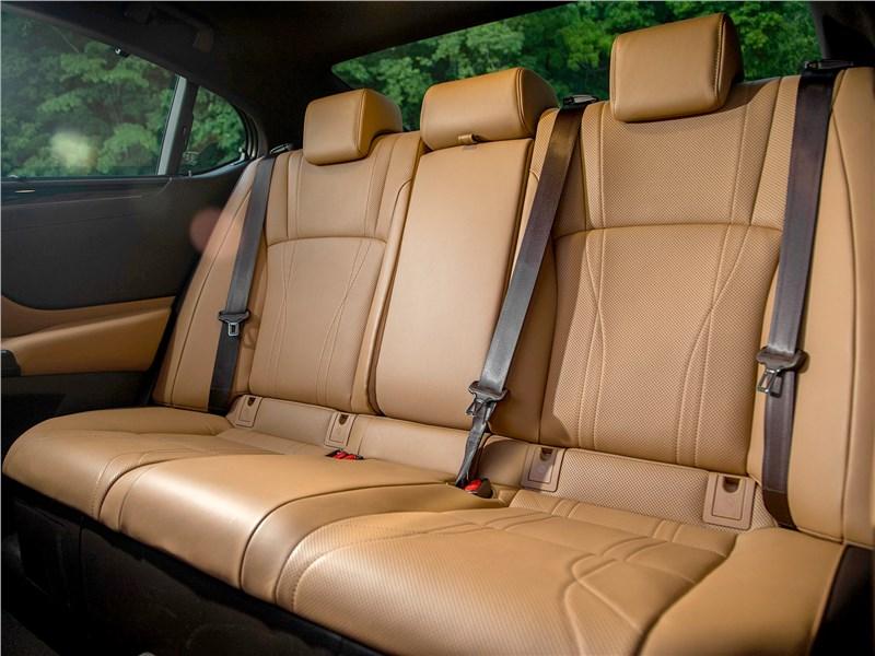Lexus ES 2019 задний диван