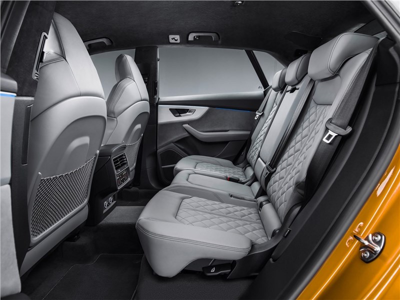 Audi Q8 2019 задний диван