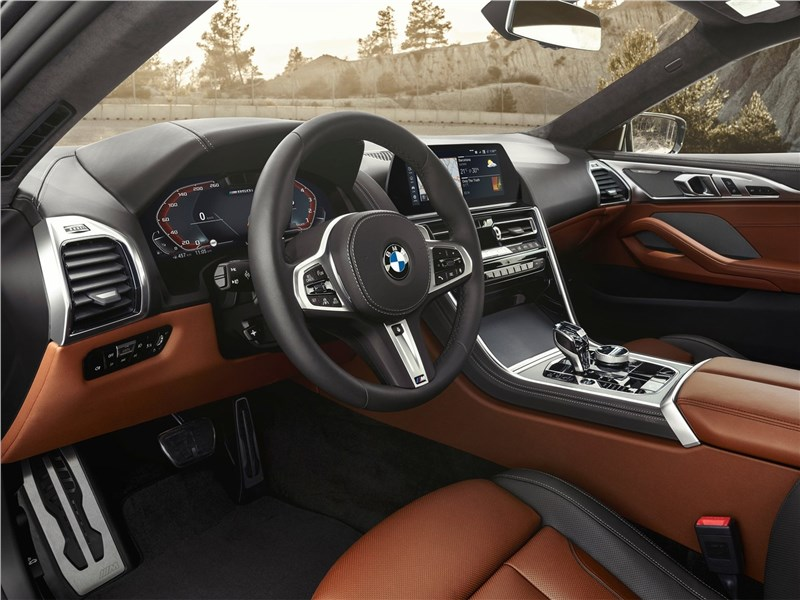 BMW 8-Series Coupe 2019 салон