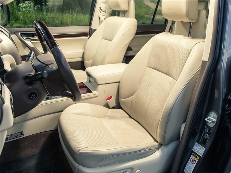 Lexus GX 460 2014 передние кресла
