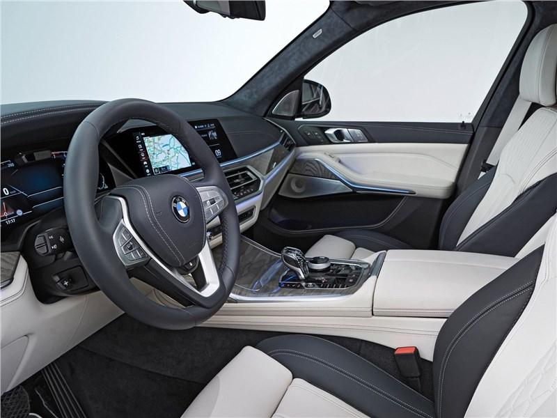 BMW X7 2019 передние кресла