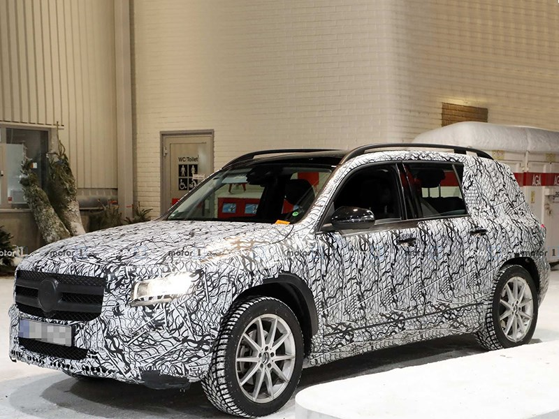 Mercedes-Benz GLB попался шпионам