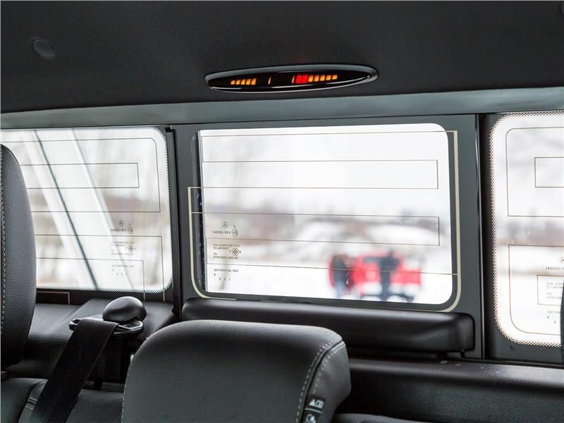 Mercedes-Benz X-Class 2018 заднее стекло