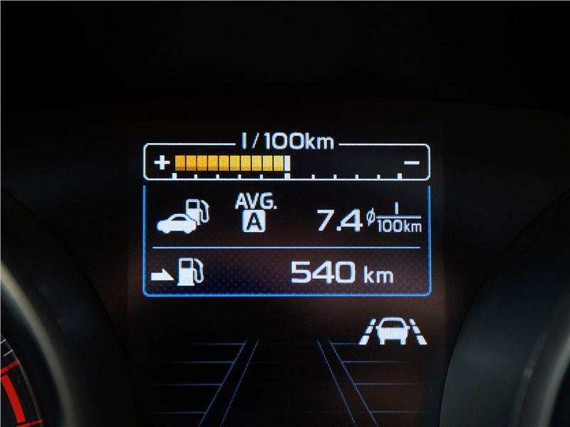 Subaru Legacy 2018 приборная панель