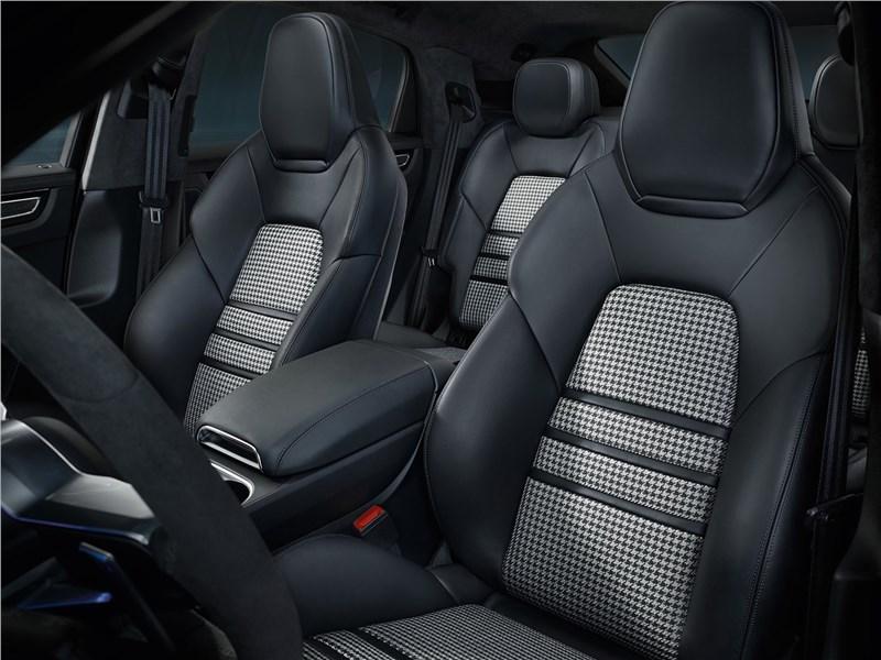 Porsche Cayenne Coupe 2020 передние кресла