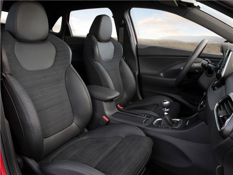 Hyundai i30 N Line 2019 передние кресла