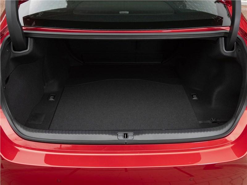 Lexus RC 2019 багажное отделение