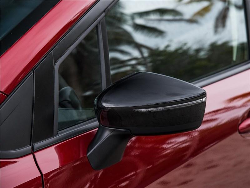 Nissan Tiida 2015 боковое зеркало