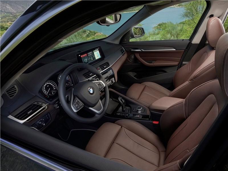 BMW X1 2020 передние кресла