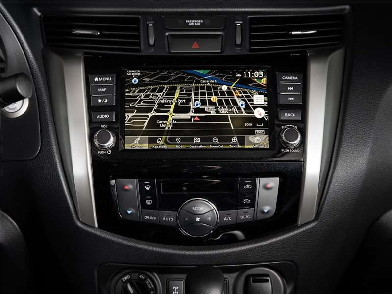 Nissan Navara 2020 центральная консоль