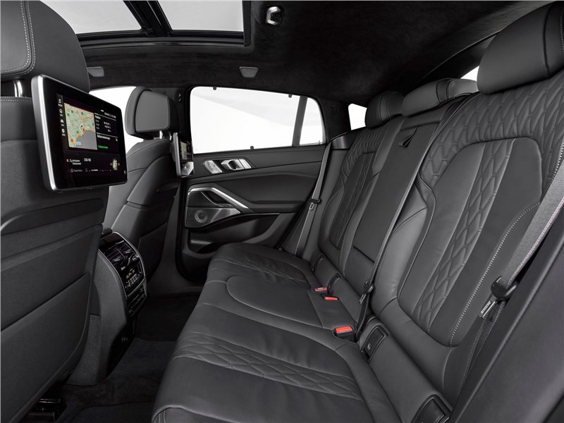 BMW X6 M50i 2020 задний диван