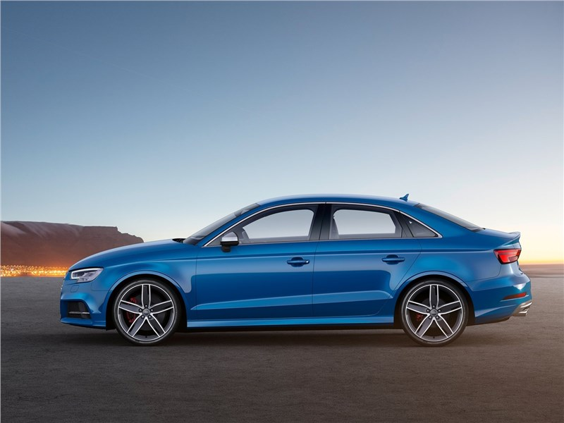 Audi S3 sedan 2017 вид сбоку