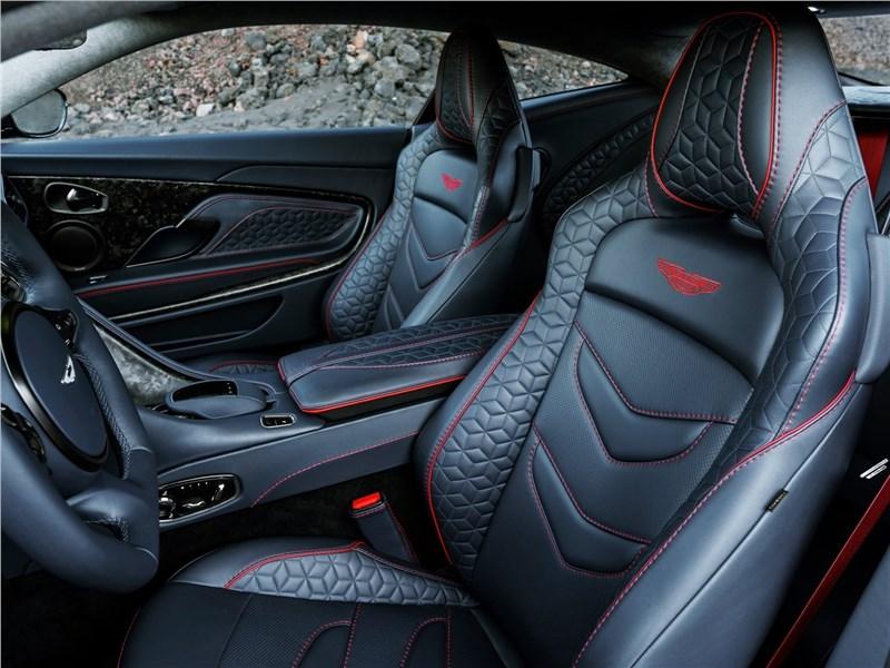 Aston Martin DBS 2019 передние кресла