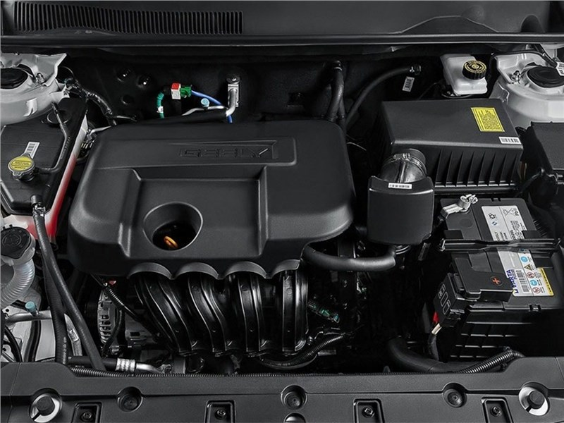 Geely Emgrand X7 2016 моторный отсек