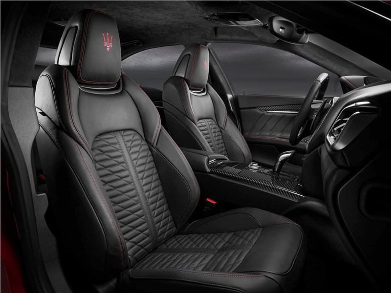 Maserati Ghibli 2019 передние кресла