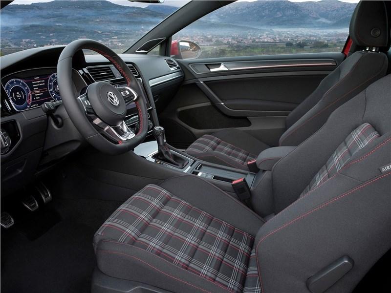 Volkswagen Golf GTI 2017 передние кресла