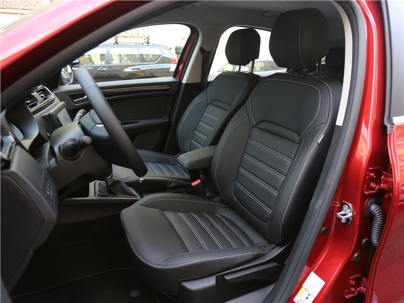 Renault Arkana 2020 передние кресла