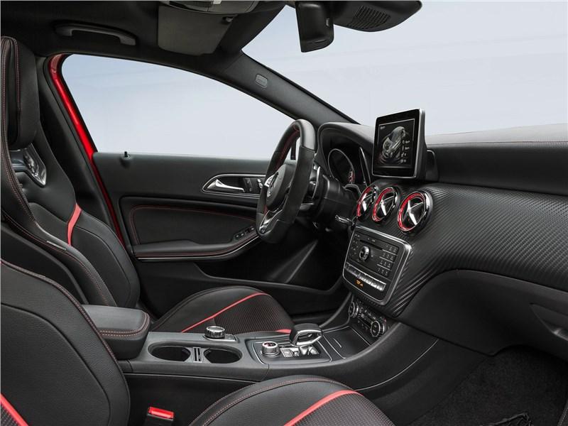 Mercedes-Benz A45 AMG 4Matic 2016 передние кресла