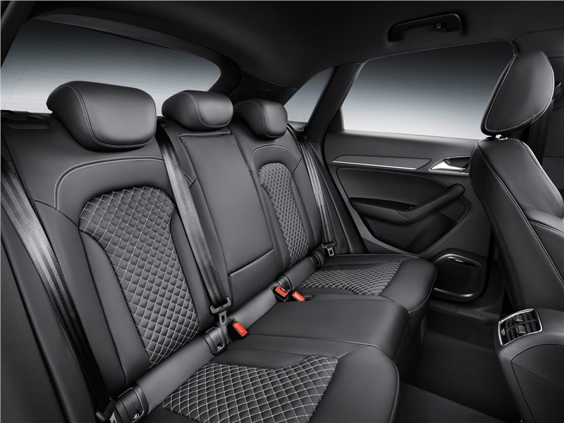 Audi RS Q3 2015 задний диван