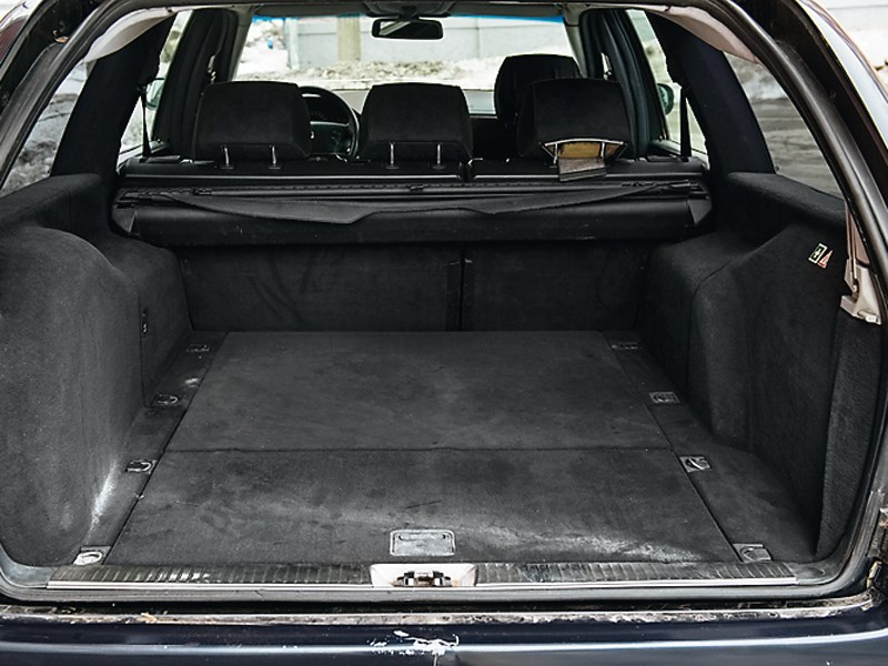 Mercedes-Benz E-Klasse 1996 багажное отделение