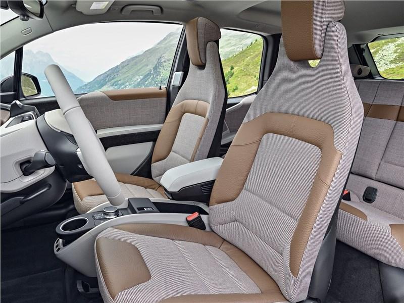 BMW i3 2018 передние кресла