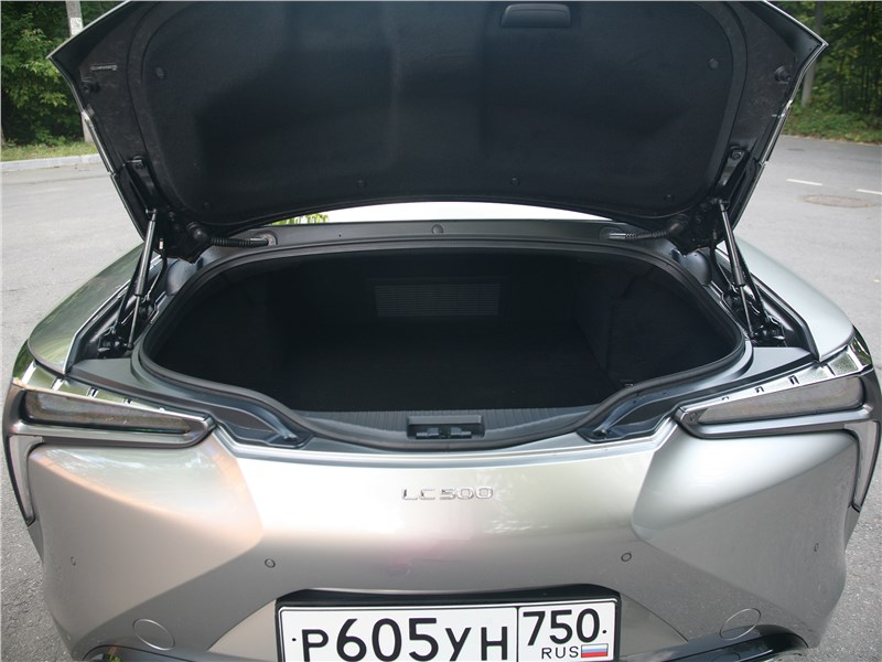 Lexus LC 500 2018 багажное отделение