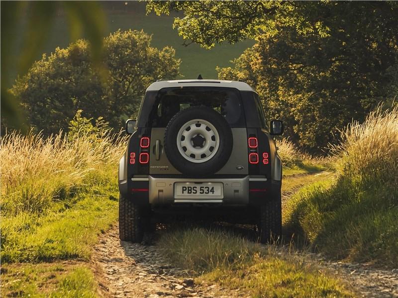 Land Rover Defender 90 2020 вид сзади