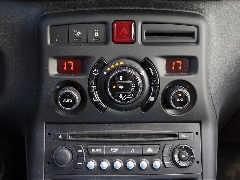 Citroen C3 Picasso 2013 центральная консоль