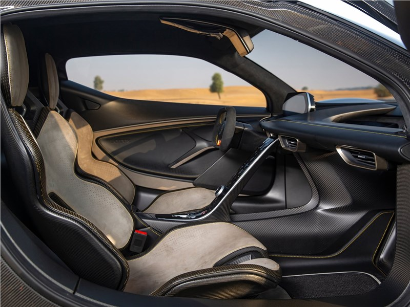 Lotus Evija 2020 передние кресла