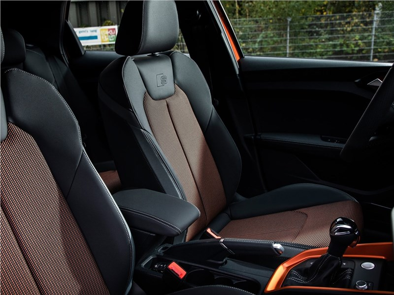 Audi A1 Citycarver 2020 передние кресла