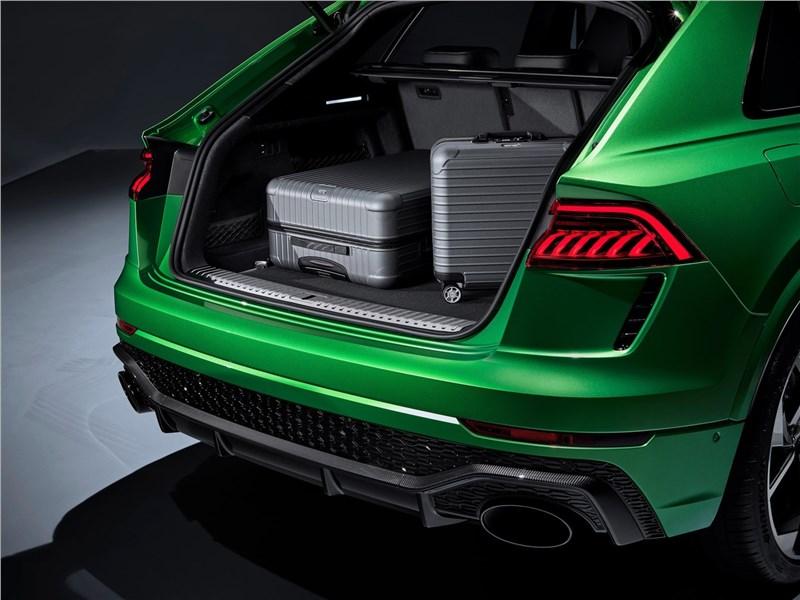 Audi RS Q8 2020 багажное отделение