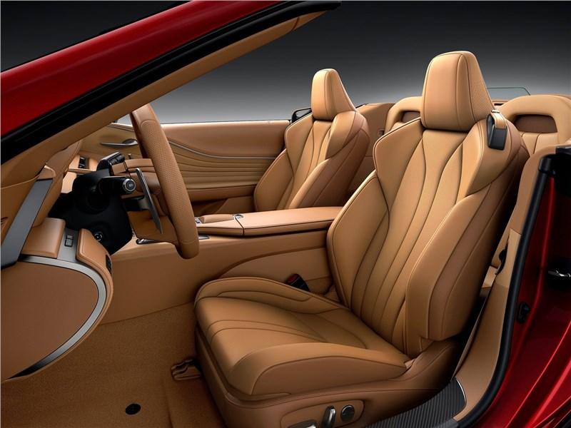 Lexus LC 500 Convertible 2021 передние кресла