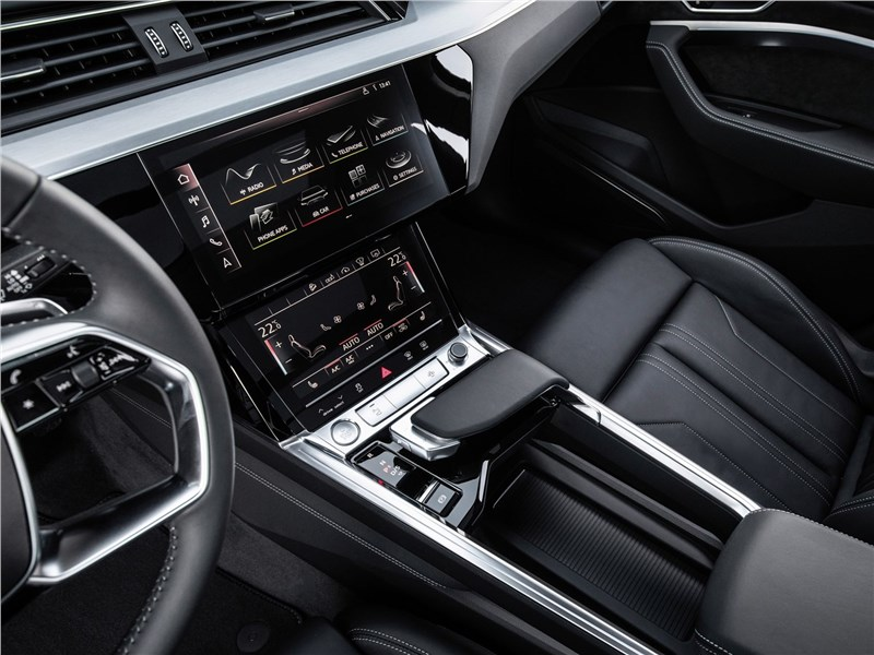 Audi e-tron 2020 центральная консоль